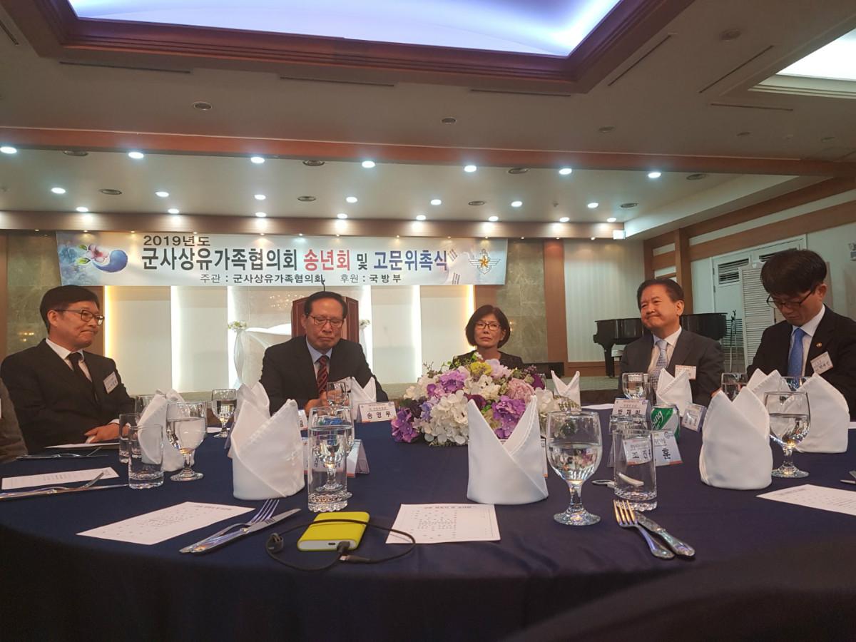 37 유가족들 발언듣는 장차관.jpg