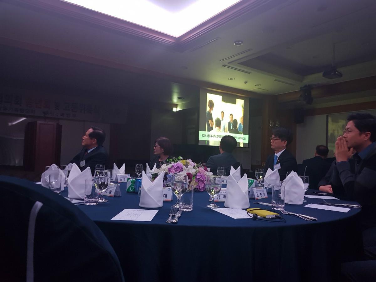 63 유가족활동 영상 보는 장차관들.jpg